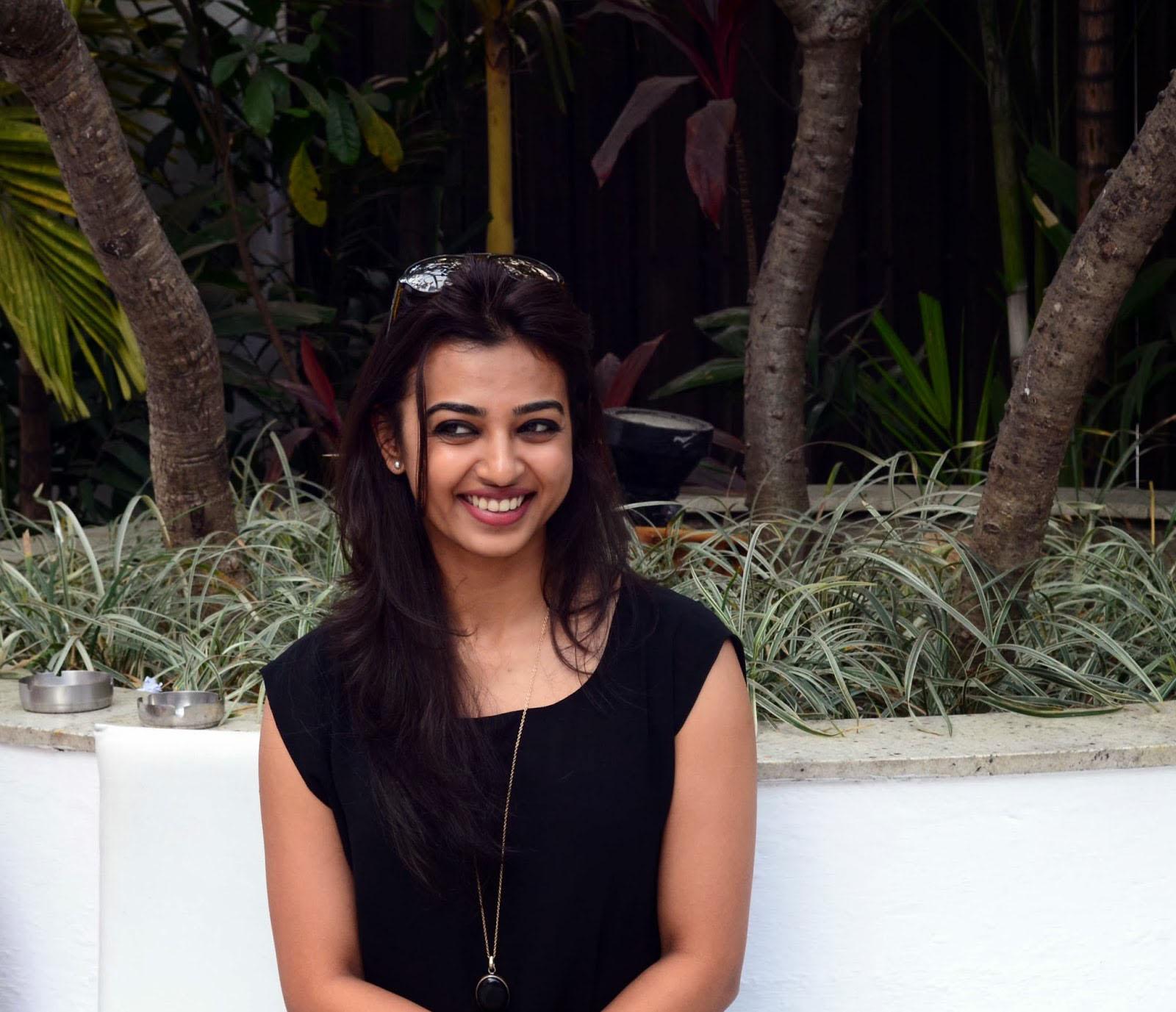 radhika apte full images