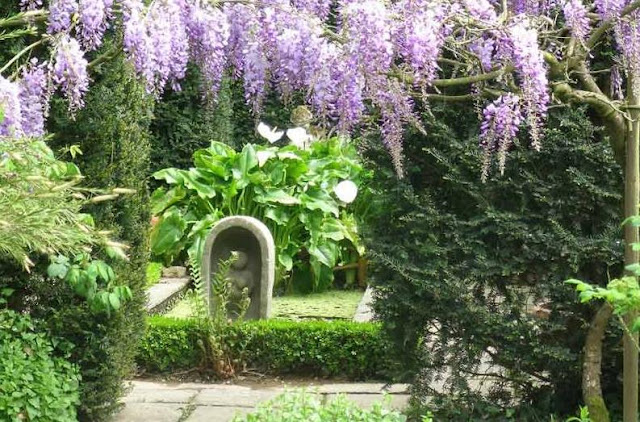 Image via Jardin du Botrain facebook page as seen on linenandlavender.net, here: http://www.linenandlavender.net/2012/04/jardins-du-botrain.html