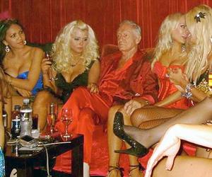Bos Playboy Tak Bergairah Walau Dikelilingi Model Seksi