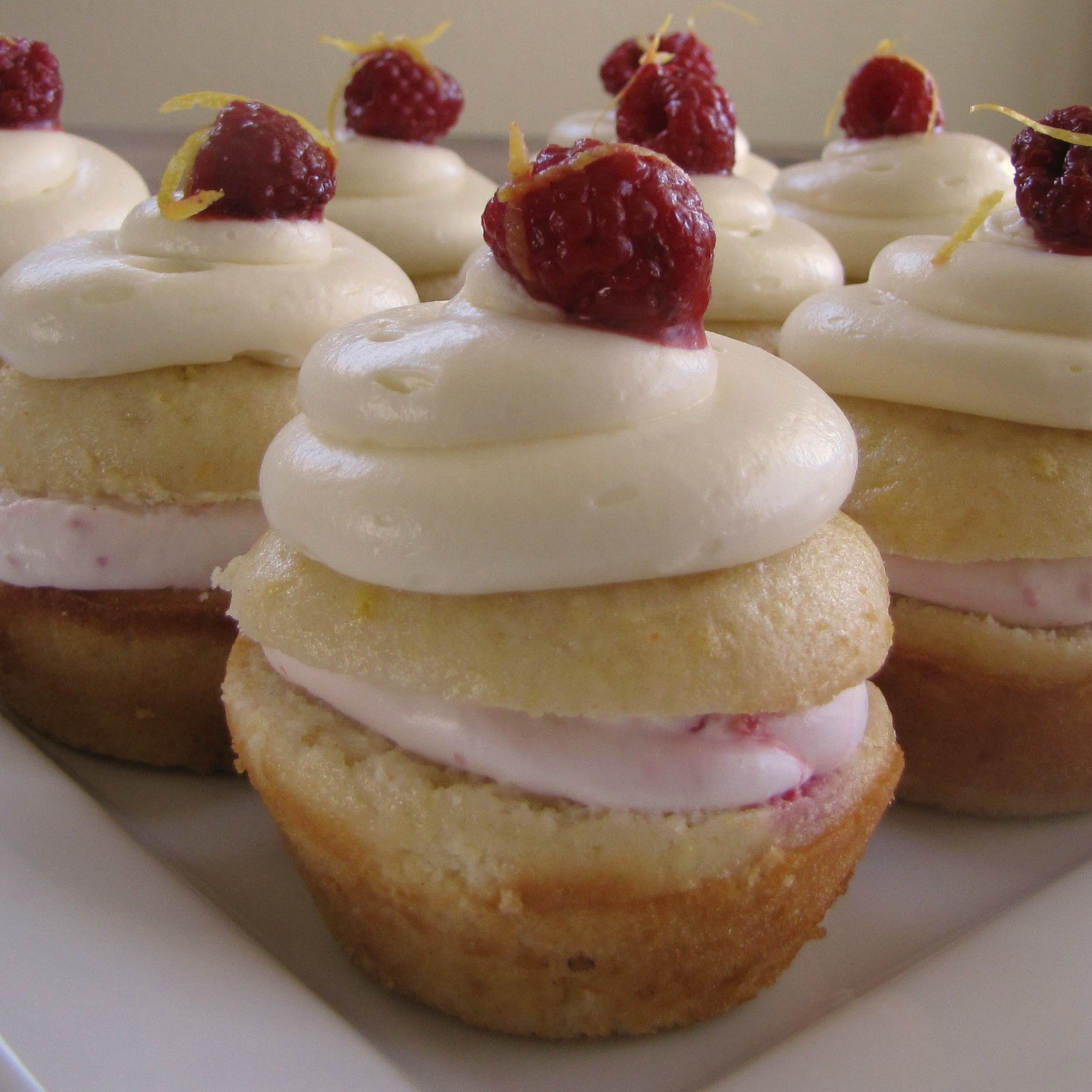 Sisters with Aprons: lemon raspberry cupcakes