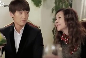 Choi Jin Hyuk 최진혁 and Park Joon Geum 박준금 previously appeared in The Heirs 왕관을 쓰려는자 together.