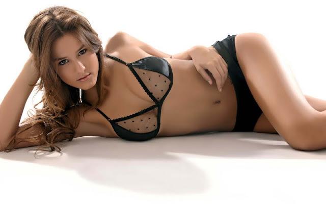 Luli Fernandez sexy in lingerie