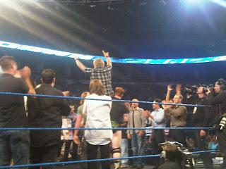 WWE تكرم المصارع الأسطوري إيدج في سماك داون...شاهد الصور  898