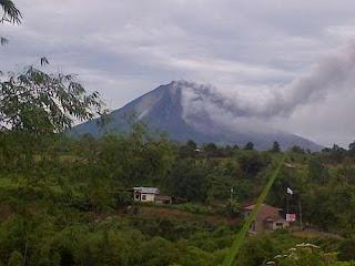 Gunung Sinabung Meletus, Tiga Desa Harus Dikosongkan