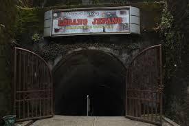 http://gallery-wisata.blogspot.com/2015/06/objek-dan-tempat-wisata-bersejarah-di-sumatra-barat-adalah-goa-jepang.html