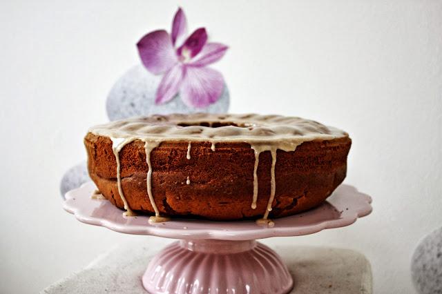 Saftiger Kürbis Gewürz Kuchen mit Zimt-Glasur