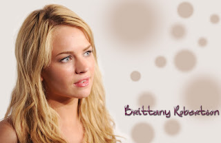 Brittany Robertson Makeup Styles