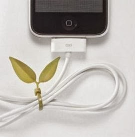 Дата кабель iPhone затянут декоративной стяжкой