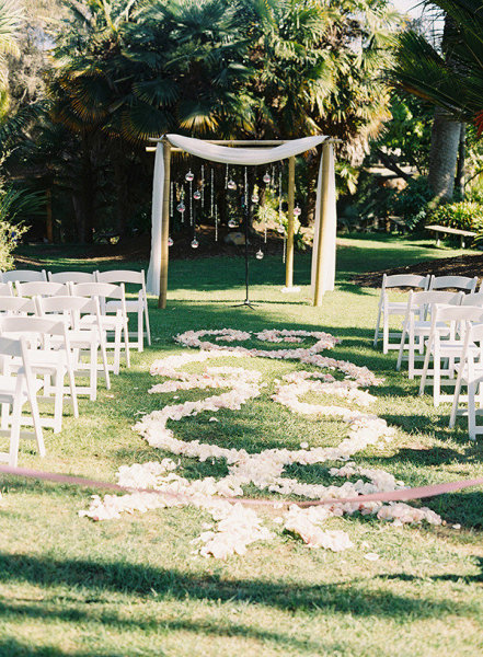 Outdoor wedding ceremony decoration ideas chloe hunter for Backyard wedding ceremony decoration ideas