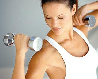 Los entrenamientos para el aumento del pecho y los músculos