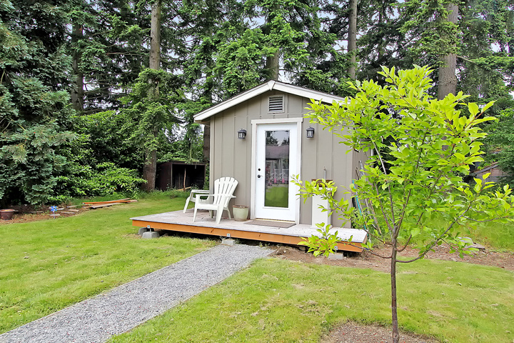 Le petit chateau backyard cottages for Backyard cottage seattle