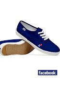 Facebook, Twitter ve Google logolu ayakkabilar!