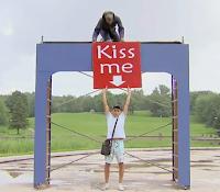 broma del cartel beso