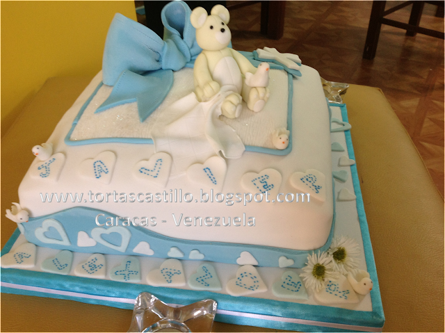 torta para bautizo de niño con lindos y tiernos detalles para la