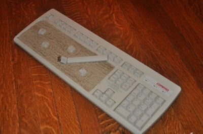 keyboard-art-fun-DIY-amazing-artistic-recycling-recycle-reuse-remade-gadgets-frame-photo-book-organizer-box-garden-tictactoe-choclate