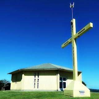 Igreja Nossa Senhora das Dores, em Carlos Barbosa. Cruz em primeiro plano.