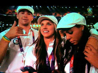 picture of US Olympic Athletes wearing Jill's Legacy Beat Lung Cancer bracelets at closing ceremonies 2012 Olympic games in London