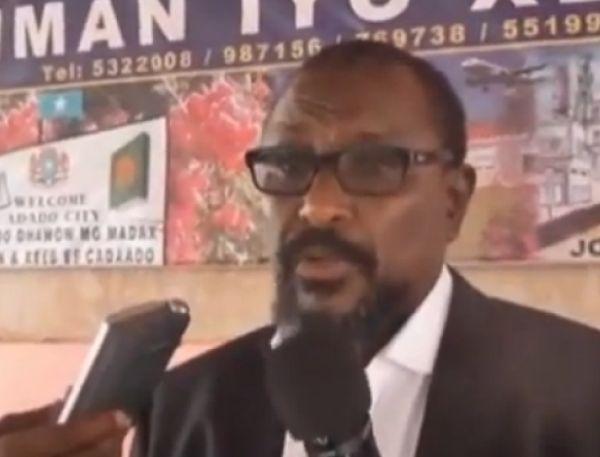 """De Somalische piraat Mohamed Abdi Hassan verklaarde op een persconferentie dat hij met pensioen gaat. Piraat Mohamed, bijnaam """"Afweyneh """"(Grote mond) stopt ... - pp"""