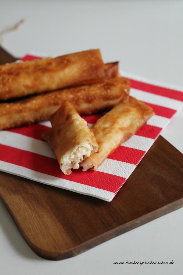 Sigara böregi Zigarren Strudel Holzbrett rot weiße Serviette Himbeerprinzesschen Food Blog