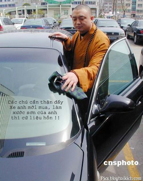 Ảnh chế vui thầy tu với xe sang