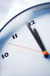 photo d'une horloge qui indique minuit moins une minute