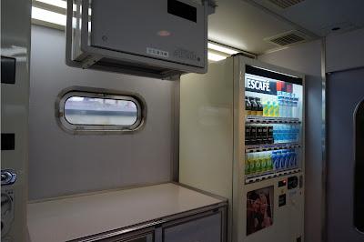 AE100形自販機コーナー