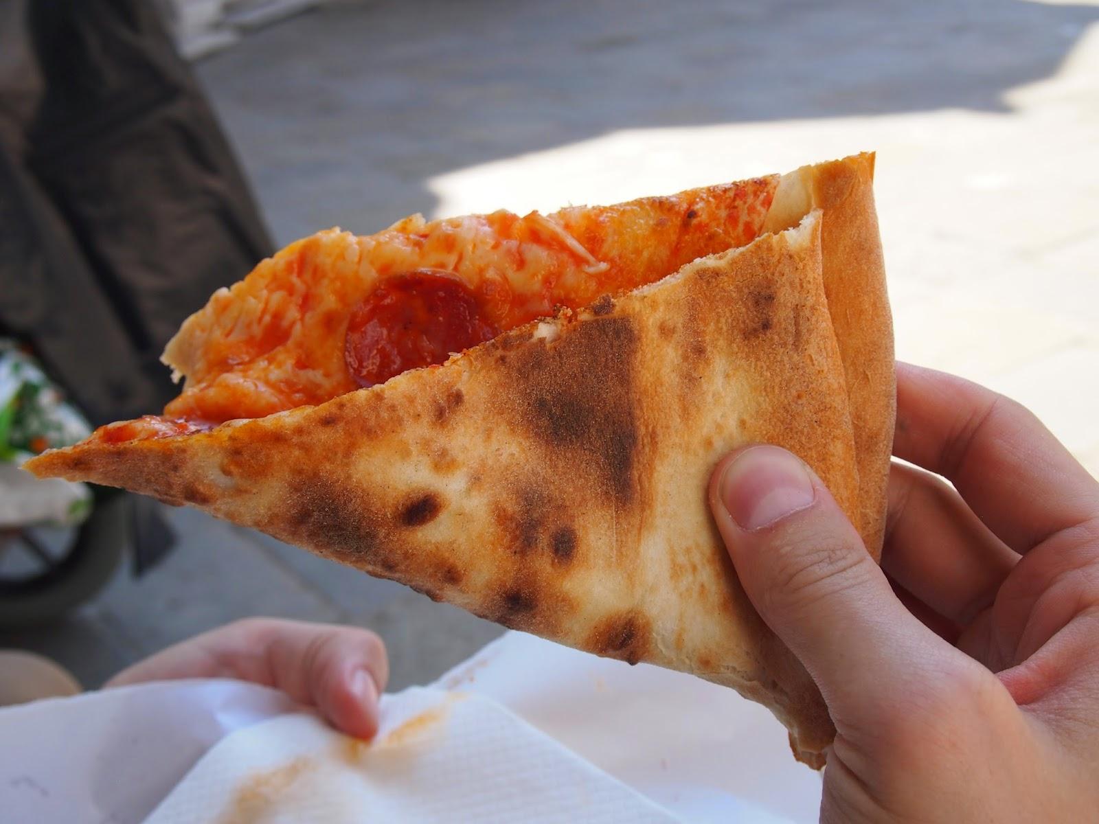 Folded pizza eater