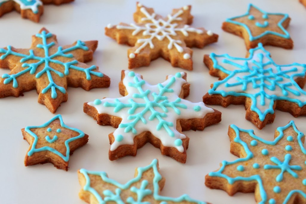 galletas glaseadas decoradas naranja canela copos de nieve estrellas