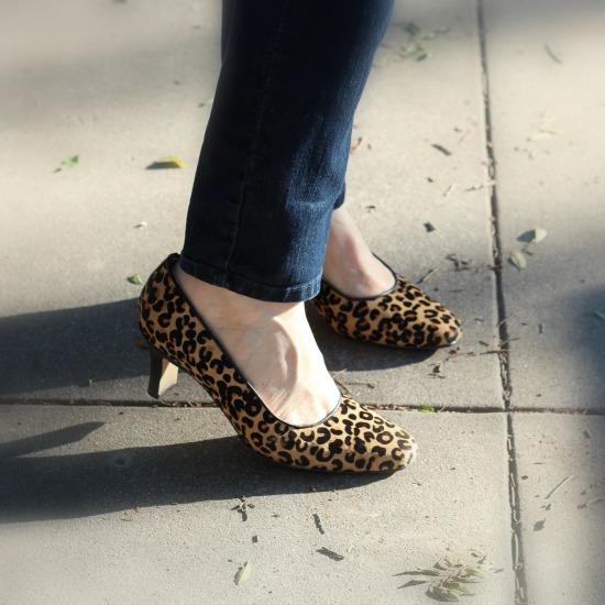 Low-heeled leopard pumps