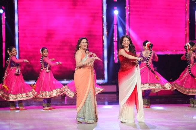 http://1.bp.blogspot.com/-2mm40X53PI0/UxtUa10TPdI/AAAAAAABruA/uZOMcnOzzA8/s1600/Madhuri+&+Juhi+Chawla+promotes++Gulab+Gang+on+India%27s+Got+Talent+Finale+(11).jpg