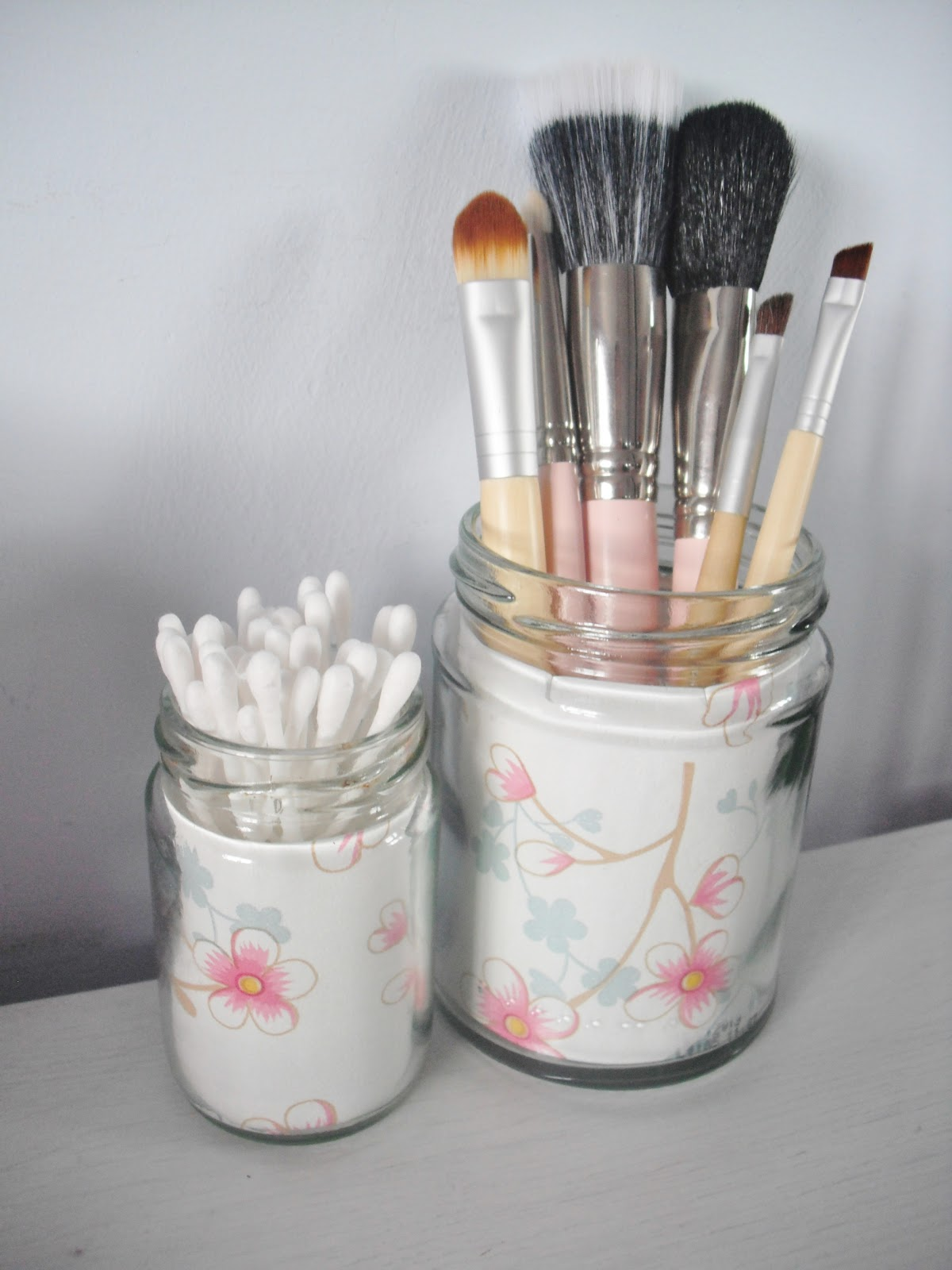 DIY Vintage Style Jam Jar Make Up Brush Holders ...