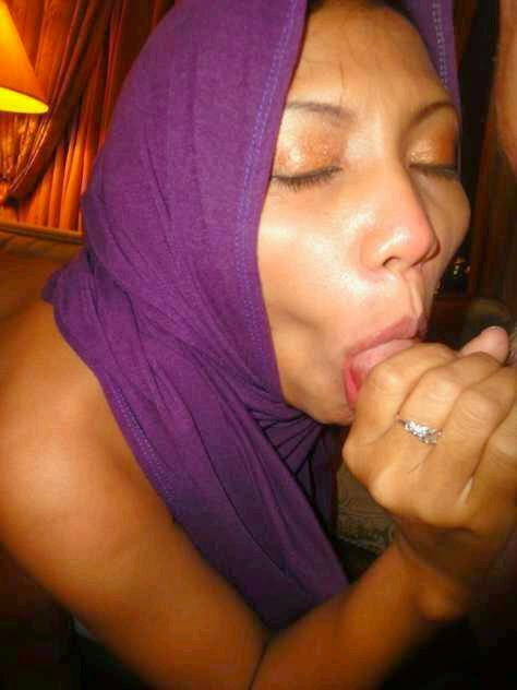 фото мусульманка сосет хуй и лижет жопу