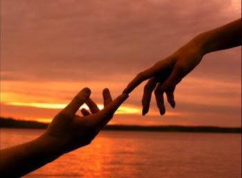 No toque de nossos dedos...
