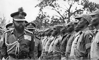 Ojukwu and Biafra Soldiers prepare to face Nigerian Soldiers in 1967