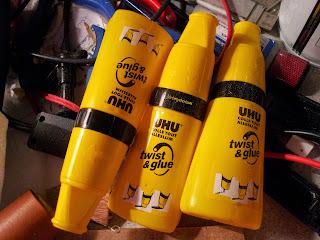 Pot de colle UHU liquide avec solvant (lavable à 60°)