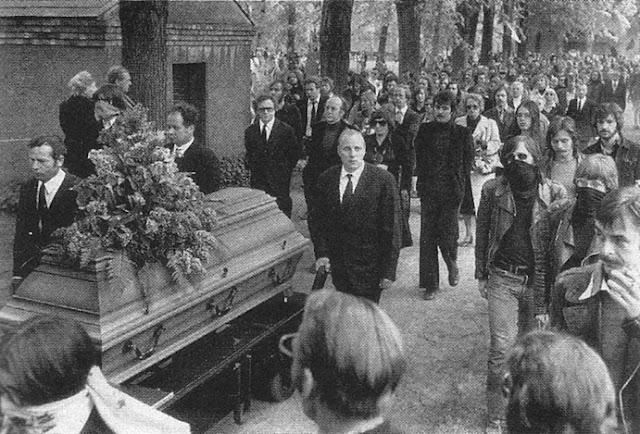 Ulrike Meinhof y la Fraccion del Ejercio Rojo Ulrike+funeral