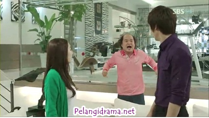 Shik Joong menyuruh Yoon Sung dan Na Na berbelanja. Shik Joong akan