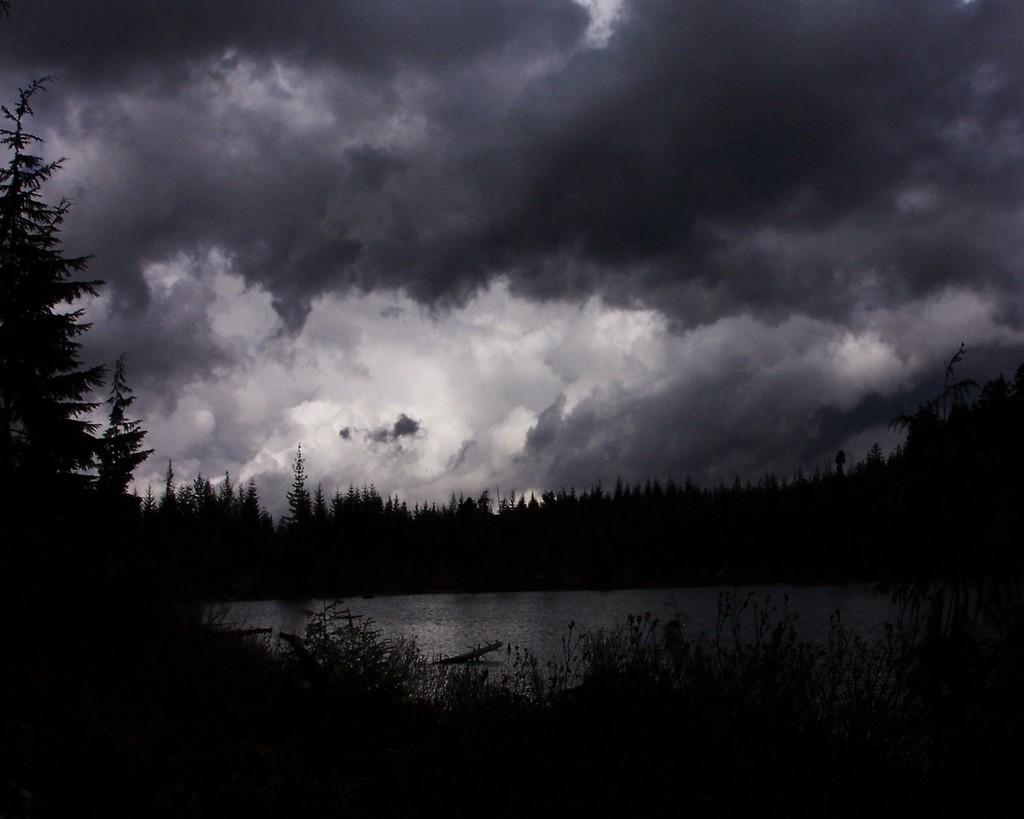 http://1.bp.blogspot.com/-2oAoKaOPFRU/T0wNM4OVXMI/AAAAAAAAAZs/owU01O-p-qg/s1600/cloudy-lake-serene-nature.jpg