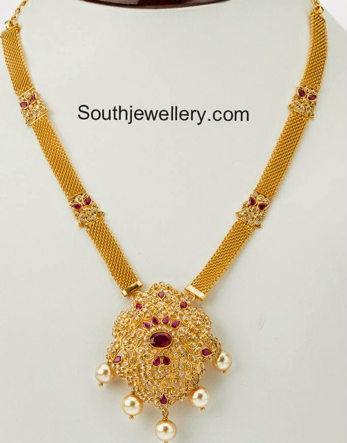 mesh gold necklace with pendant