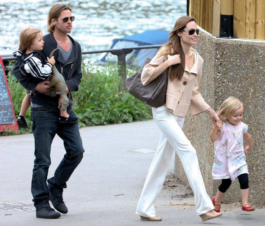 brad pitt and angelina jolie twins pictures 2011 daily