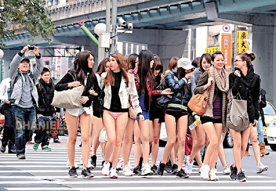 Gaulpanas: Puluhan Gadis Cuma Pakai Celana Dalam Super Ketat di tempat 