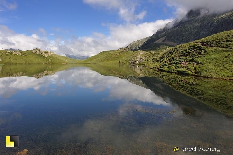 nuages dans le lac noir photo blachier pascal