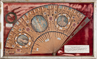 WHM 1992 13 4 - Flora MacDonald's brooch and fan