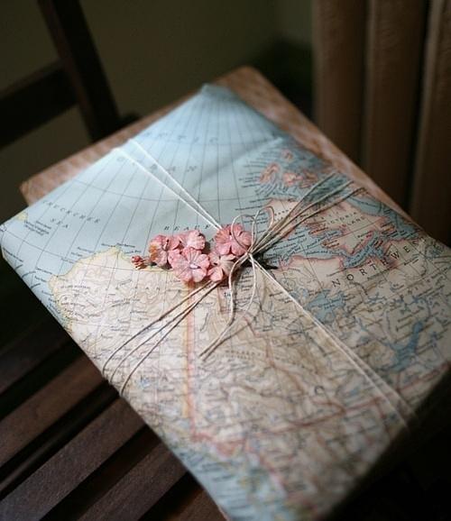 pomysł na opakowanie prezentu motyw mapy DIY