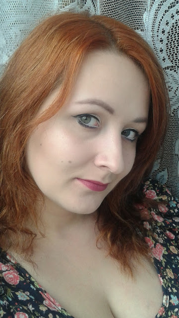 Bardzo szybki dzienny makijaż z akcentem na usta - Makijaż w 5 minut