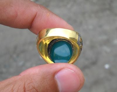 BC44- Batu Bacan Hijau Kebiruan...Kristal Bersih tanpa Plek Hitam ...