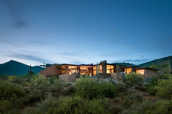 Modern desert home by Tate Studio