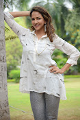 Lakshmi Manchu latest photo shoot gallery-thumbnail-7
