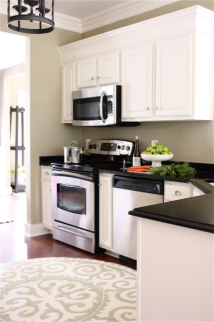 Kitchen makeover by the Yellow Cape Cod