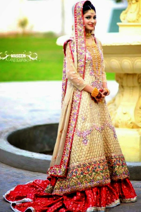 Top 10 exclusive most beautiful bridal dresses 2015 b for Top 10 most beautiful wedding dresses